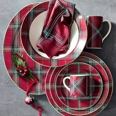 To set your dining table for the holidays, buy a tartan dinner set from Williams Sonoma. Tartan plaid dinnerware will transform your dining room decor into the envy of your family and friends during holiday dinners. Tartan Christmas, Christmas China, Christmas Dishes, Country Christmas, Christmas Christmas, Christmas Presents, Vintage Christmas, Christmas Table Settings, Christmas Decorations
