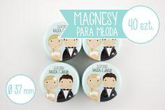 Wyjątkowe upominki dla Waszych gości weselnych - magnesy z Młodą Parą. Możecie do woli wybierać komponenty z katalogu i stworzyć własne podobizny! Nikt nie będzie miał takich podziękowań dla gości weselnych, jak wy :)  Magnesy dostępne w sklepie internetowym Madame Allure.