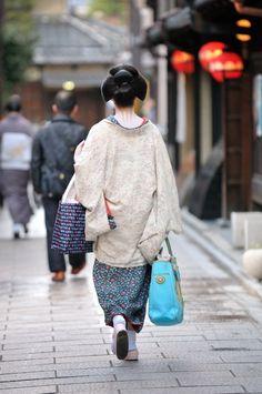 Geisha on the Streets of Gion. It's geiko Ichiyuri of Gion Kobu.
