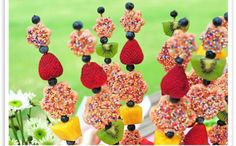 Fruity Rice Krispies Kebabs - These kebabs make a great addition to any summer event! Fresh fruit is skewered with Rice Krispies treats for a fun treat for all! Rice Krispies, Rice Krispie Treats, Cereal Treats, Fudge, Fruit Skewers, Dessert Kabobs, Cute Food, Creative Food, Kids Meals
