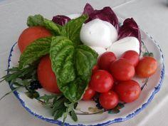Mozzarella, pomodori e basilico. Un perfetto brunch! #iloveischia