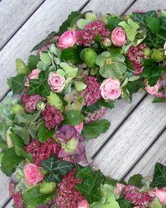 Wreath | Rona Special Flowers Old Symbols, Fabric Wreath, Special Flowers, Funeral Flowers, Ikebana, My Flower, Door Wreaths, Garland, Rose
