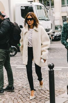 Chic Winter Outfit Ideas You Can Wear To Work – Outfits for Work Chic Winter Outfit Ideas You Can Wear To Work Chic Winter Outfits, Winter Outfits For Work, Warm Outfits, Christine Centenera, Normcore, Work Chic, Shopper, Fall Fashion Trends, Fashion Tips For Women