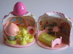 Bandai vintage strawberry house playset by Siri_Mae_doll, via Flickr