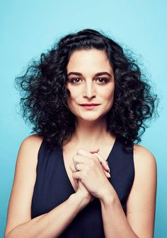 Jenny Slate Says This Is How She Overcomes Shyness Curly Hair Tips, Curly Hair Styles, Natural Hair Styles, Natural Curls, Afro, Jenny Slate, Curly Hair Problems, Biracial Hair, Dull Hair