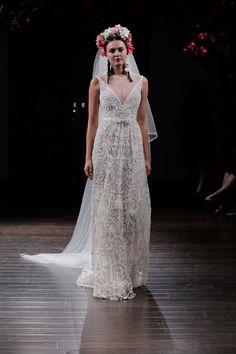 Barcelona Bridal Fashion Week: Wir berichten von den neuen Hochzeitsmodetrends 2017 - Hochzeitswahn - Sei inspiriert! BARCELONA BRIDAL FASHION WEEK http://www.hochzeitswahn.de/inspirationsideen/barcelona-bridal-fashion-week-wir-berichten-von-den-neuen-hochzeitsmodetrends-2017/ #bride #wedding #fashion