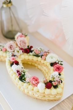 Delicate, floral decoration for a christening or welcome party - Miss K. Says Yes - Delicate, floral decoration for a christening or welcome party – Miss K. Says Yes Best Picture Fo - Cookies Roses, Wedding Cake Designs, Wedding Cakes, Party Wedding, Boho Wedding, Dream Wedding, Welcome To The Party, Macaron, Savoury Cake