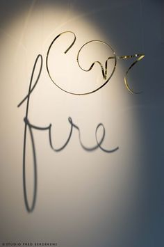 Calligraphy Words, Shadow Art, Signage Design, Wire Art, Wall Sculptures, Light And Shadow, Design Elements, Diy Workshop, Cool Designs