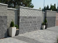 Luscious Wooden fence panels,Modern fence ideas and fence ideas. Concrete Fence Wall, Concrete Block Walls, Brick Fence, Front Yard Fence, Wooden Fence, Fenced In Yard, Pallet Fence, Gabion Fence, Small Fence