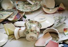 Never throw away a broken plate, cup and mug - Amazing ideas Cool Ideas, Amazing Ideas, Feng Shui, Arts And Crafts, Plates, Mugs, Desserts, Recycling Ideas, Food