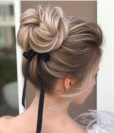 Elegant Bun Updo Hairstyles for Special Occasion - Updo / Bun Hair - Wedding Hairstyles Easy Winter Hairstyles, Amazing Hairstyles, Elegant Bun, Prom Hair Updo, Brown Blonde Hair, Bride Hairstyles, Hairstyles Videos, Messy Hairstyles, Bridesmaid Hair
