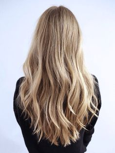Highlighted blonde hair with waves Spring Hairstyles, Pretty Hairstyles, Straight Hairstyles, Hairstyle Ideas, Easy Hairstyles, Beachy Hair, Corte Y Color, Hair Day, Balayage Hair