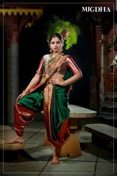 traditional marathi saree look * marathi traditional look in saree Kashta Saree, Kanjivaram Sarees, Silk Sarees, Silk Saree Kanchipuram, Saris, Indian Sarees, Lehenga, Beautiful Girl Indian, Beautiful Saree