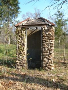 Stonework Outhouse (bring umbrella when raining! Farm Barn, Old Farm, Outdoor Toilet, Unusual Homes, Old Stone, Stone Houses, Country Farm, Old Buildings, The Great Outdoors