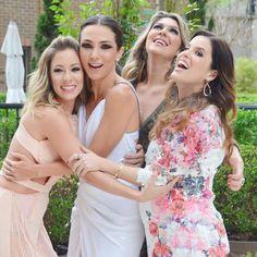 Amizade linda  elas fizeram o Chá que nossa noiva @lalanoleto merecia  @helena_lunardelli @anasavia @degebrimm só bençãos #fhitsteam #chadalalanoleto #lalavemanoiva