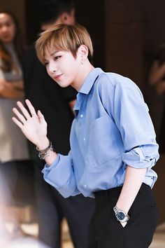 the hand in the pocket . he's fine as hell // Wanna One Kang Daniel Jinyoung, Jaewon One, Daniel K, Les Bts, Guan Lin, Prince Daniel, Fandom, When You Smile, Produce 101 Season 2