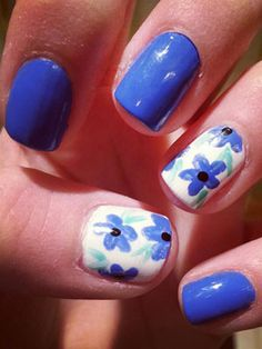 Periwinkle colored nails and flowers