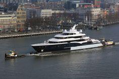 6 maart 2015, zojuist kwam door de Erasmusbrug  van 10.00 uur het jacht 'Symphony' varen  http://koopvaardij.blogspot.nl/2015/03/brug-van-10-uur.html