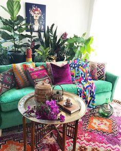 hippie room decor 377246906285740796 - 36 Fabulous Bohemian Living Room Decorating Ideas Source by elisabethjord Colourful Living Room, Boho Living Room, Living Room Decor Green, Colourful Bedroom, Moroccan Decor Living Room, Bohemian Room, Eclectic Living Room, Cottage Living, Modern Bohemian