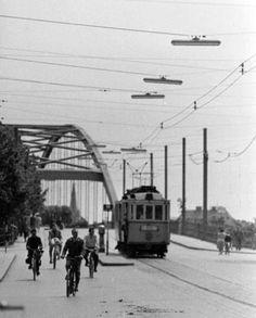 Villamos a hídon Budapest Hungary, Historical Photos, Old Photos, Street View, City, Landscapes, Hungary, Historical Pictures, Old Pictures