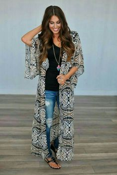 Fashionista 30 good concepts to put on a (very) lengthy kimono 6 Steps to Tremendous Glossy Trendy H Long Kimono Outfit, Style Kimono, Kimono Cardigan, Kimonos Fashion, Fashion Outfits, Look Fashion, Autumn Fashion, Fashion Women, Moda Kimono