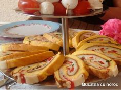 Rulada de cascaval - Bucataria cu noroc Hot Dog Buns, Hot Dogs, Noroc, French Toast, Cooking Recipes, Bread, Breakfast, Foods, Salads
