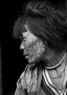 Tribal Chin Woman From Muun Tribe With Tattoo On The Face, Mindat, Myanmar | par Eric Lafforgue