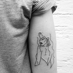 Image about girl in Tatoo 🔯 by F*ck u on We Heart It Mini Tattoos, Line Art Tattoos, Little Tattoos, Body Art Tattoos, Small Tattoos, Cool Tattoos, Tatoos, Creative Tattoos, Sexy Tattoos