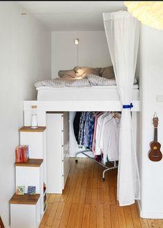 Tiny apartments, bedroom decor и small apartments. Tiny Apartments, Tiny Spaces, Small Rooms, Studio Apartments, Bedroom Small, Trendy Bedroom, Bedroom Modern, Tiny Bedroom Design, College Apartments