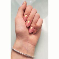 #nails #pinknails #sparklenails #powder #summerish #shortnails