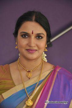 Sukanya south actress photos,stills Beautiful Women Over 40, Beautiful Girl Indian, Beautiful Indian Actress, Beautiful Actresses, Beauty Full Girl, Beauty Women, Bengali Bridal Makeup, Dehati Girl Photo