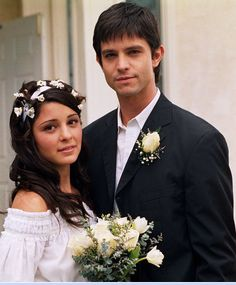 Shiri Appleby and Jason Behr as Liz Parker and Max Evans in screenshot from 'Roswell', another one of my all time favorite TV shows that ended too soon.