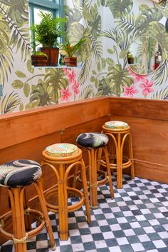 Love the decor at Leos Oyster Bar // stacieflinner.com