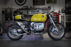 Cafe racers, scramblers, street trackers, vintage bikes and much more. The best garage for special motorcycles and cafe racers. Bmw Cafe Racer, Moto Cafe, Cafe Bike, Cafe Racer Motorcycle, Cafe Racers, Bobber Custom, Custom Bmw, Custom Cafe Racer, Custom Bikes