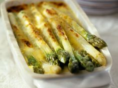 Discover recipes, home ideas, style inspiration and other ideas to try. Sauteed Asparagus Recipe, Asparagus Recipes Oven, Saute Asparagus, Oven Roasted Asparagus, Healthy Cooking, Healthy Recipes, Homemade Burgers, Burger Buns, Naan