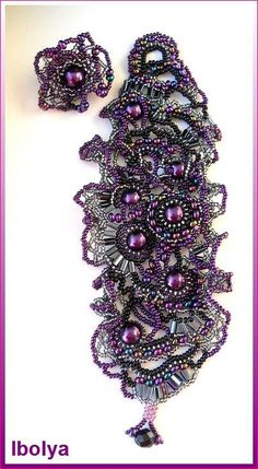 Freeform freestyle Beaded Cuff Bracelet Purple lilac par ibics