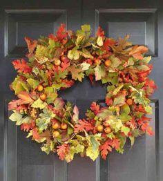 feuilles d'automne et décoration d'entrée de maison