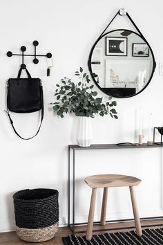 Tips for a minimal and functional entryway. Scandinavian design.