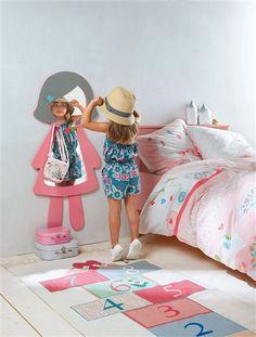 #Colgadores muy prácticos y forma #divertida, ¡a las niñas les encantará mirarse en este #espejo superpuesto!