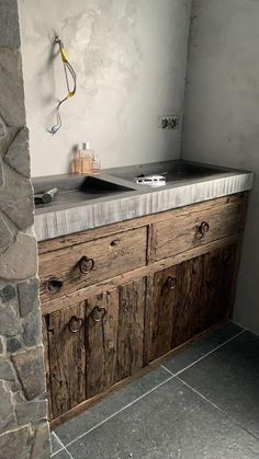 Outdoor Kitchen Design, Modern Bathroom Design, Cheap Bathrooms, Room Storage Diy, Rustic Bathrooms, Rustic Kitchen, Bathroom Design, Rustic House, Kitchen Decor Signs