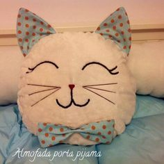 Fabric Toys, Fabric Crafts, Pillow Crafts, Sewing To Sell, Cat Cushion, Cat Quilt, Cat Pillow, Sewing Pillows, Baby Pillows