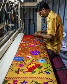 """""""Sahuji works on a Paithani saree. Silk sarees from the little town of Paithan (originally Pratishthana), near Aurangabad, Maharashtra, have intricate and…"""" Traditional Sarees, Traditional Wedding, Traditional Outfits, Jamdani Saree, Lehenga Saree, Creative Textiles, Indian Textiles, Elegant Saree, Pure Silk Sarees"""