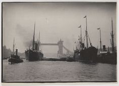 Tower Bridge Pictures Reveal The Makings Of A 120-Year-Old London Landmark