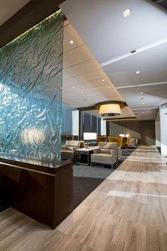 TERMINAL UNITED CLUB Chicago (O'Hare) The first of the sleek new lounges United is introducing, it has square feet of seating . Modern Interior Design, Luxury Interior, Airport Vip Lounge, Sala Vip, Floating Hotel, Waiting Area, Contract Furniture, Office Interiors, Elle Decor