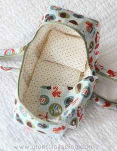 Baby Doll Basket Pattern (Comes With Blanket and Pillow Pattern too!) Every little girl's dream! A darling little place for her baby doll to sleep. This baby doll basket pattern comes in 3 sizes, includes padded handles, a pillow and blan Doll Sewing Patterns, Sewing Dolls, Doll Clothes Patterns, Sewing Doll Clothes, Diy Francais, Baby Doll Crib, Baby Doll Carrier, Baby Dolls For Kids, Baby Doll Accessories