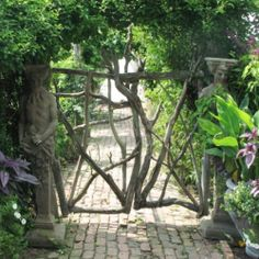 Rustic garden creations that will make you feel like you have stepped into a fairytale. #dwellinggawker
