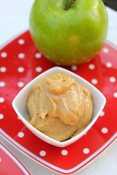 apples with salted carmel peanut butter dip