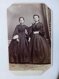 Antique Old cdv Photo c1860 Pretty SISTERS GIRLS Crinoline CIVIL WAR Era FASHION