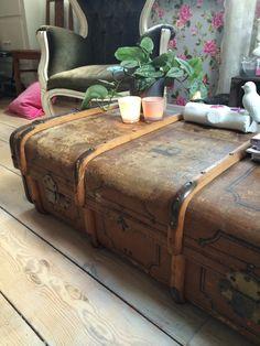 Oude kist als salontafel