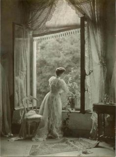 Love vintage and black and white photography-old Hollywood and silent film era-Victorian and Edwardian